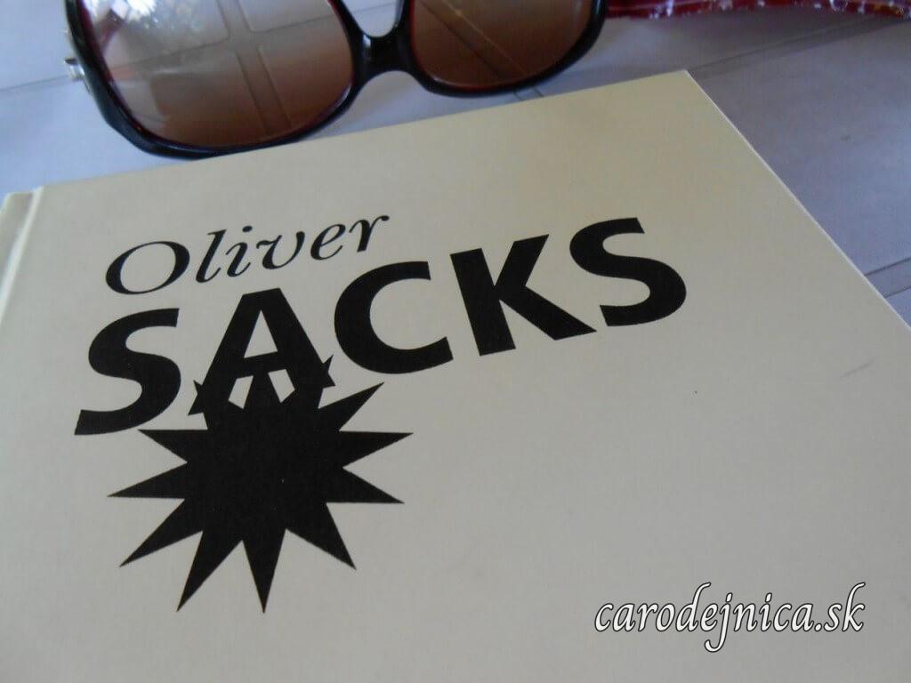 Titulka knihy Antropoložka na Marsu od Olivera Sacksa a slnečné okuliare