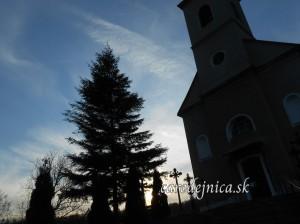 Západ slnka nad cintorínom
