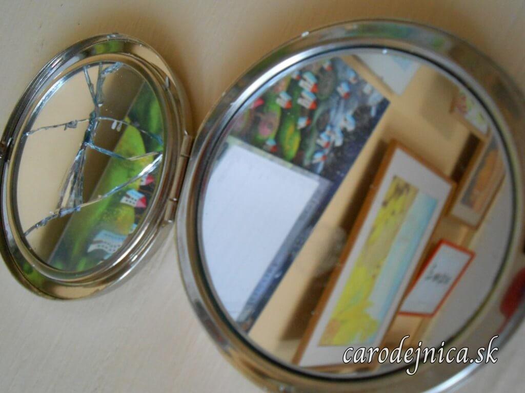 Otváracie zrkadlo do kabelky rozbité