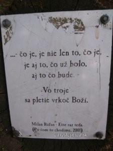 Verše od Milana Rúfusa na kameni v Katarínke pri Dechticiach