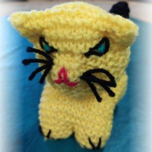 Štrikované mačiatko žlté