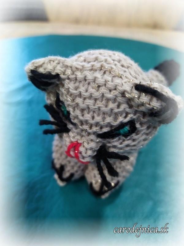 ručne štrikované mačiatko bledohnedé