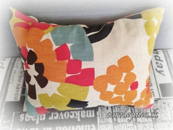 Dvojstranný vankúš pestrofarebný s kvetmi