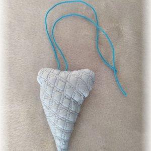 hand made srdiečko modré užšie so šnúrkou