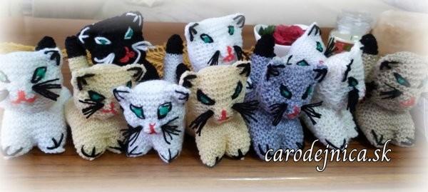 Hand made čaro-hračky - štrikované mini-zvieratká - mačiatka, originály rôznej farby