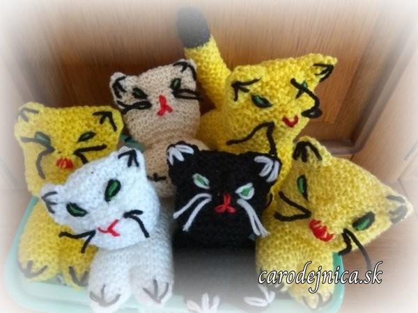 štrikovano-hačkované mačičky rôznych farieb