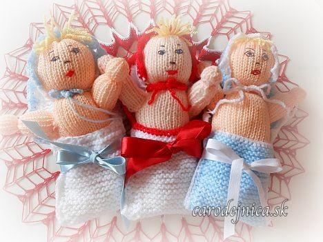 3 štrikovano-hačkované bábätká v perinke