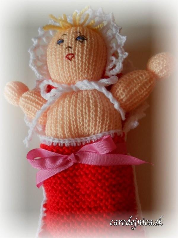 štrikovano-hačkované bábätko s ružovou mašľou