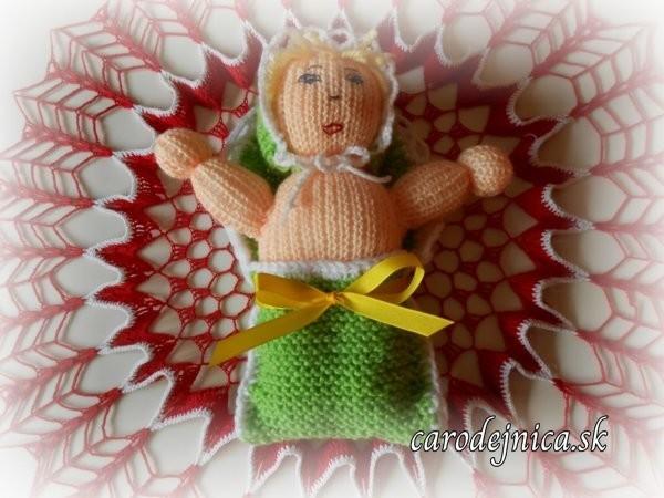 štrikovano-hačkované bábätko so žltou mašľou