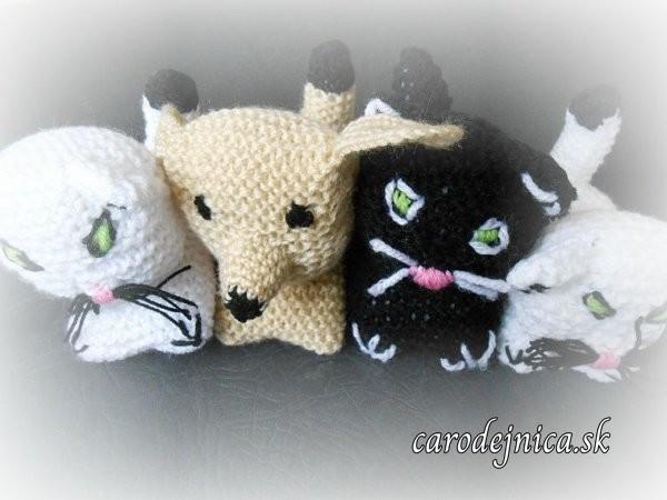 ručne štrikované zvieratká - mačičky a psík