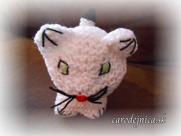 štrikovano-hačkovaná mačička biela