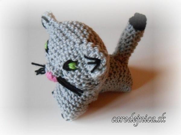 štrikovano-hačkovaná mačička šedá