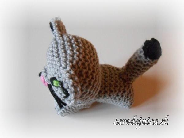 štrikovano-hačkovaná šedá mačička