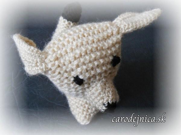 štrikovano-hačkovaný béžový psík