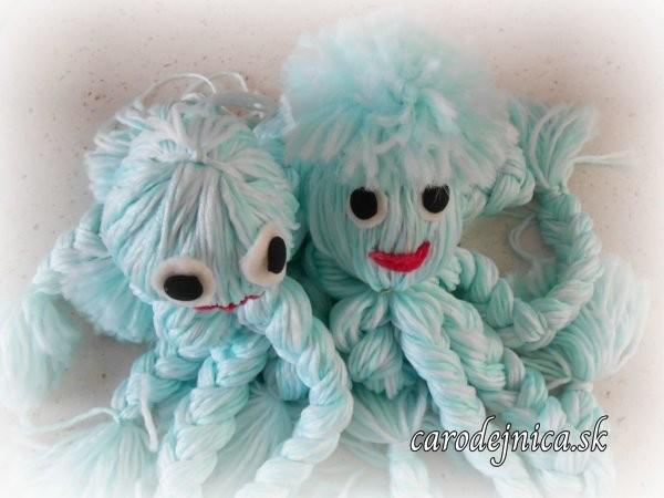 handmade hračky - dve chobotnice z chemlónu bledomodrej farby
