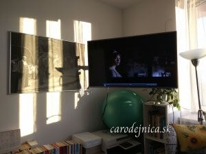 obraz American Girl in Italy a televízna obrazovka počas západu slnka