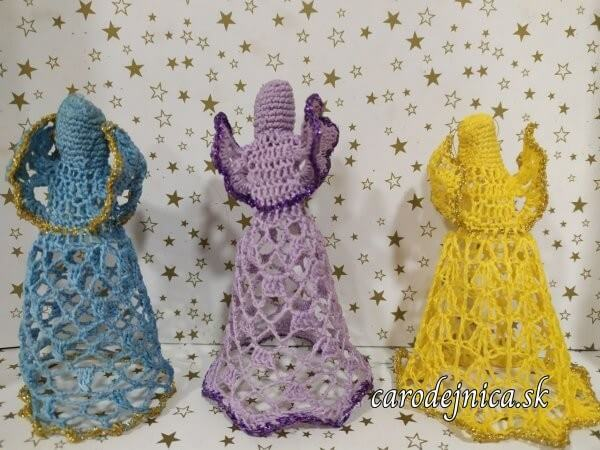 hačkované ozdoby na vianočný stromček - traja rôznofarební anjeli
