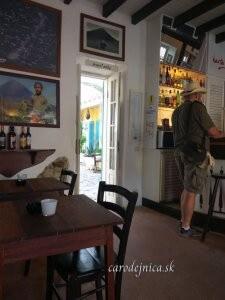 Pán s klobúkom v talianskej reštaurácii na Boa Vista