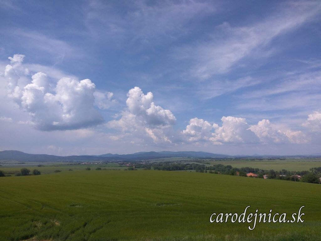 Výhliadka na krajinu Bojná, nebo, oblaky